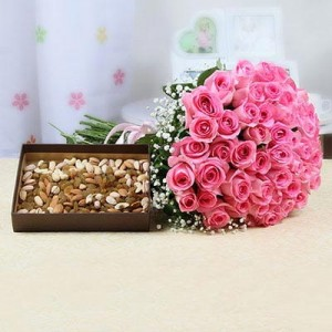 Pink roses with dry fruits